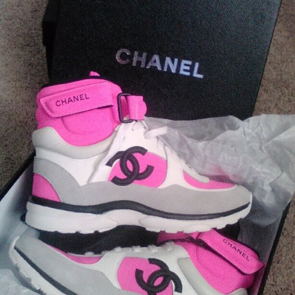 00161724 chanel high top cc logo sneakers